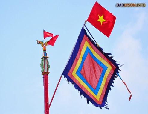 Biểu tượng hình rồng trên đỉnh cây nêu ngày tết tại các đình làng, lăng miếu ở huyện đảo Lý Sơn.