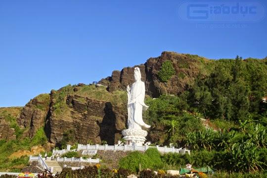 Quan Âm Phật Đài uy nghiêm hướng ra biển Đông