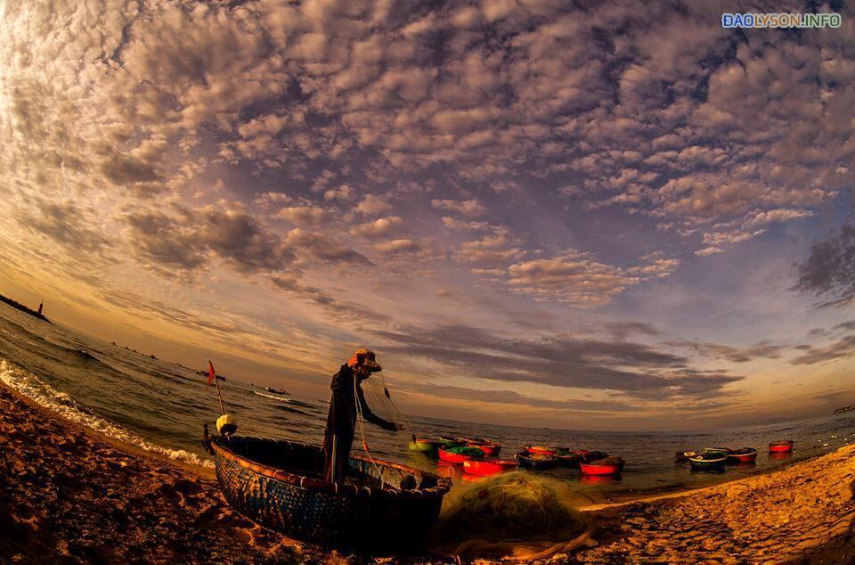 Đánh cá vào sáng sớm