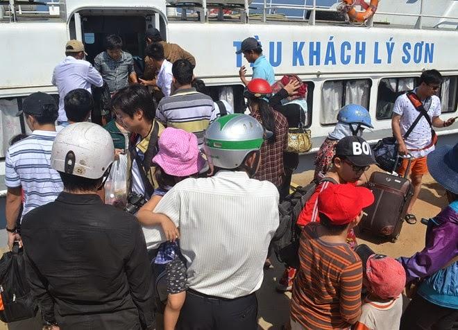 Ngay trong ngày nghỉ lễ đầu tiên đã có gần 2.000 du khách tới đảo Lý Sơn.