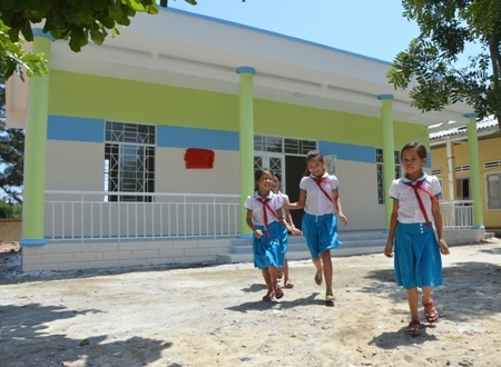 Một trường mẫu giáo tại đảo Bé do Tổng Công ty Cảng Hàng không Việt Nam xây tặng