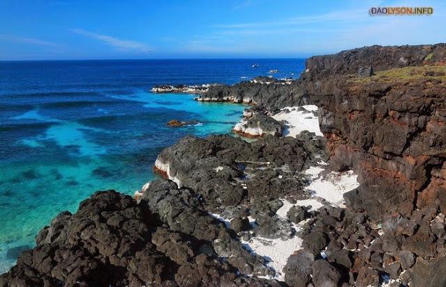 Bãi đá đẹp bên đảo Bé