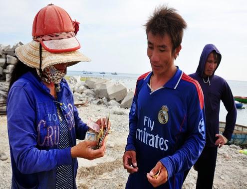 Lặn bắt ốc xà cừ ở đảo lý sơn, kiếm bạc triệu mỗi ngày