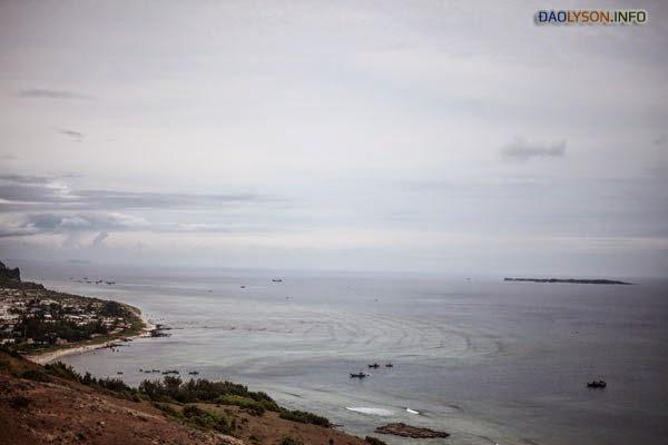 Một tầm nhìn xa ra biển từ bờ biển Lý Sơn, Việt Nam