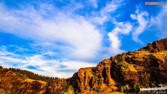 Vách đá tuyệt đẹp ở núi Giếng Tiền