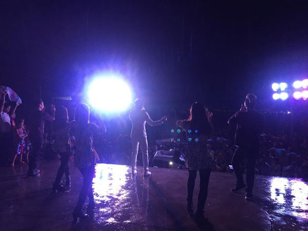 Đan Trường đội mưa biểu diễn ở đảo Lý Sơn - hình 5
