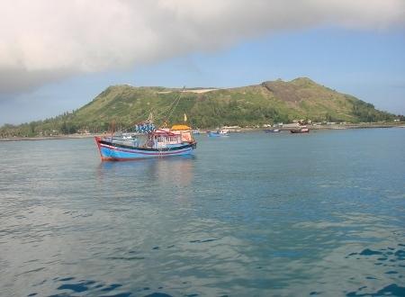 Núi Thới Lới - ngọn núi lửa hùng vĩ nằm giữa lòng đảo Lý Sơn.