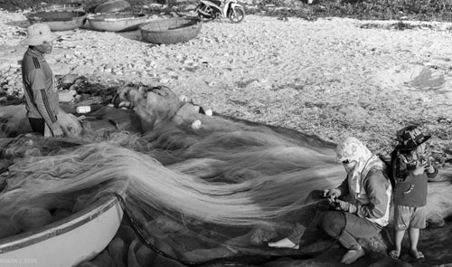 Buổi chiều của gia đình ngư phủ trên đảo Lý Sơn - hình 9
