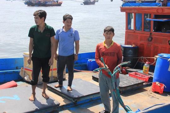Một trong những tàu cá cùng ngư dân của tỉnh Quảng Ngãi bị tàu Trung Quốc tấn công khi hoạt động tại vùng biển Hoàng Sa