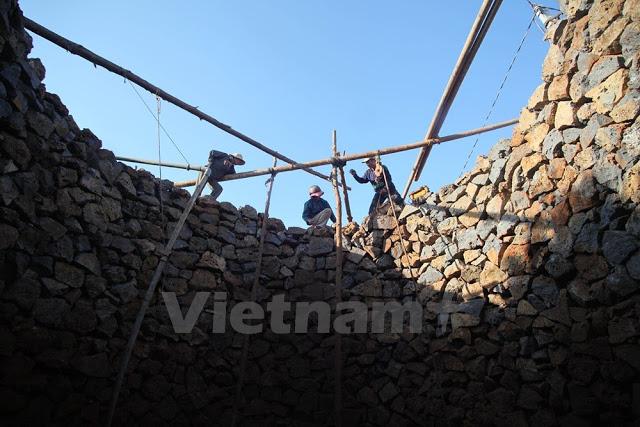 Khác với đất liền, đào giếng ở đảo Lý Sơn rất vất vả, tốn nhiều thời gian, công sức và tiền bạc