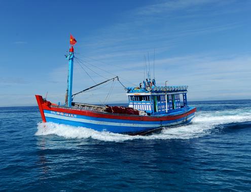 Hỗ trợ ngư dân đảo Lý Sơn kiên trì bám biển