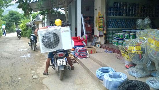 Nhiều gia đình ở Lý Sơn cố gắng mua sắm cho gia đình một chiếc máy lạnh để chống nóng.