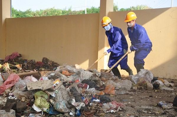 Công đoạn xử lý rác còn quá thô sơ.
