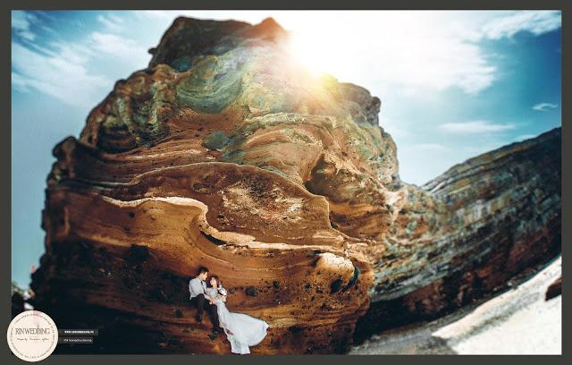 Nằm dưới chân núi Thới Lới, Hang Câu được sóng và gió biển bào mòn từ cách đây hàng ngàn năm.