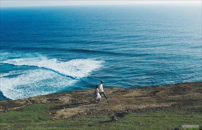 Cặp đôi như dạo chơi ở hòn đảo thiên đường với nước trong xanh như ngọc.