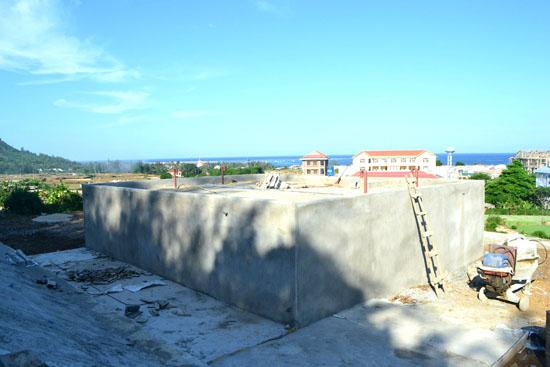 Bể nước sạch đã hoàn thiện chuẩn bị cung cấp nước cho người dân trung tâm huyện Lý Sơn.