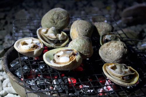 Mùi hương của ốc, sò sẽ làm cồn cào những vị khách đang đói bụng