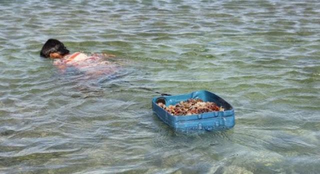 Đảo Lý Sơn - Thợ lặn nhí trổ tài trên biển - Hình 2