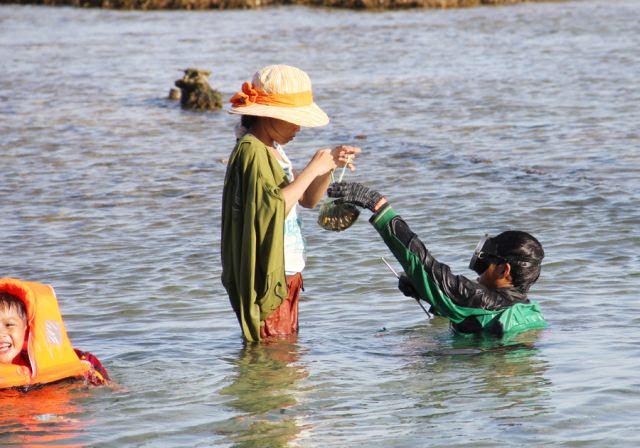 Đảo Lý Sơn - Thợ lặn nhí trổ tài trên biển - Hình 8