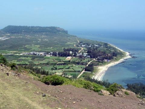 Khu đất dự kiến xây dựng Khu tưởng niệm Hoàng Sa tại núi Thới Lới - huyện Lý Sơn