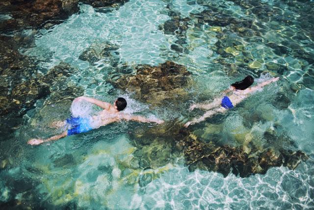Những bãi tắm với nước trong xanh biếc là điểm nhấn ấn tượng của Lý Sơn