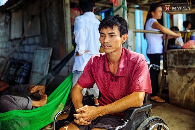 Anh Huệ kể lại những ngày khó khăn khi di chuyển bằng xe lăn trên hòn đảo của mình.