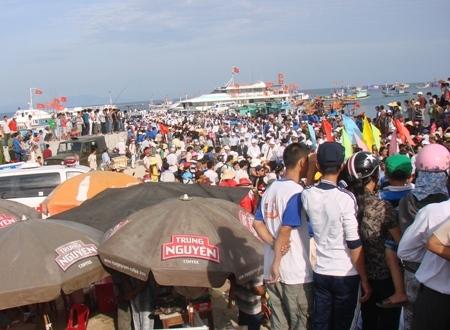 Đảo Lý Sơn luôn là địa chỉ hấp dẫn du khách thập phương đổ về đây mỗi dịp nghỉ lễ