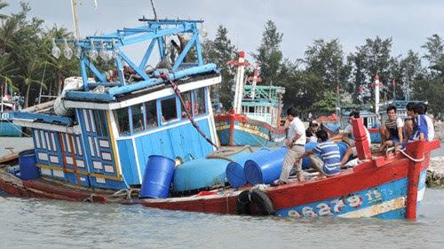 Đảo Lý Sơn bị thiệt hại nhiều tỷ đồng sau bão số 3 - Hình 1