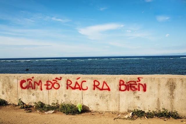 Biển báo vô hiệu lực với thói quen của người dân đảo Lý Sơn.