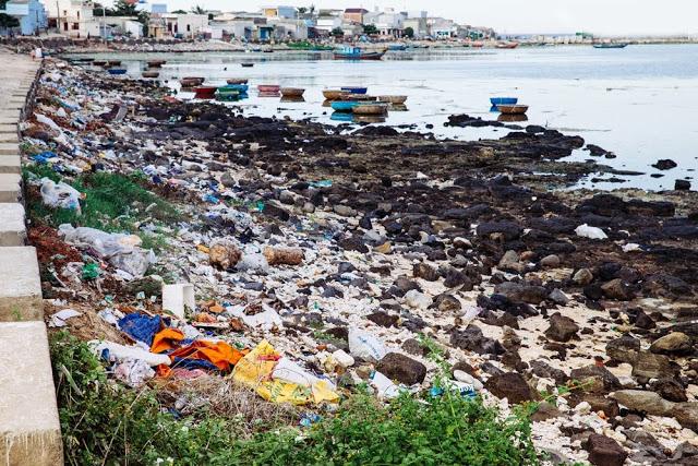 Cận cảnh những hình ảnh gây sốc khó tin về rác thải ở Đảo Lý Sơn - Hình 3