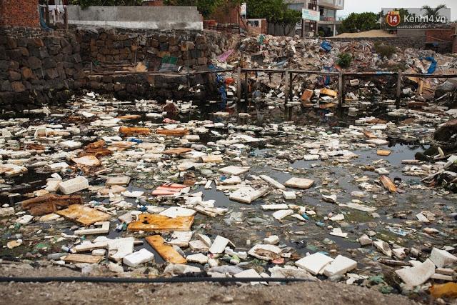 Người dân huyện đảo đang bị bủa vây bởi rác thải sinh hoạt.