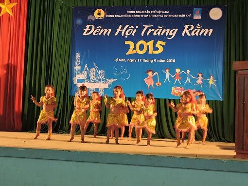 Trao 250 xuất quà trung thu cho trẻ em đảo Lý Sơn - Hình 1