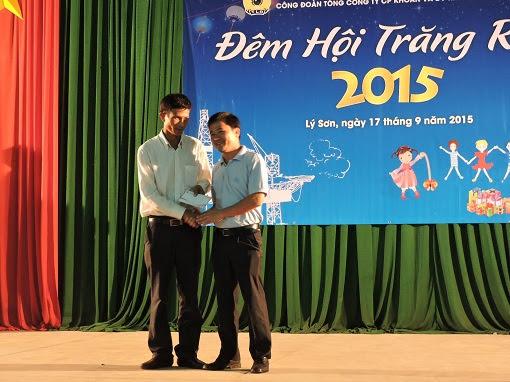 Trao 250 xuất quà trung thu cho trẻ em đảo Lý Sơn - Hình 3