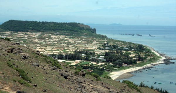 Một phần đảo Lớn Lý Sơn nhìn từ đỉnh núi lửa