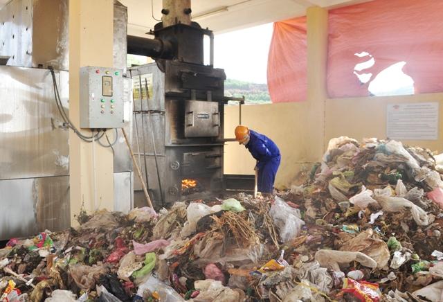 Hệ thống xử lý rác thải ở Lý Sơn đã trở nên quá tải.