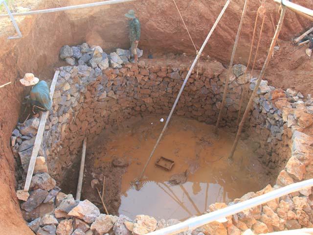 Để bảo vệ nguồn nước ngọt ngầm trên đảo, chính quyền Lý Sơn đã cấm đào, khoan thêm giếng mới.