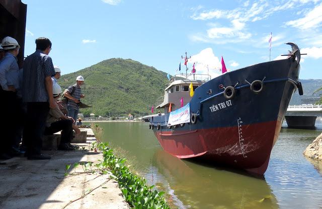 Tàu dịch vụ hậu cần nghề cá Tiên Tri 07 được hạ thủy ngày 14-10