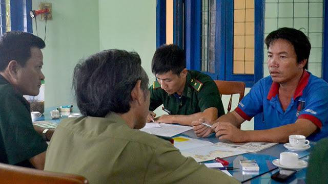 Biên phòng và Công an tỉnh Quảng Ngãi lấy lời khai của thuyền trưởng Dũng