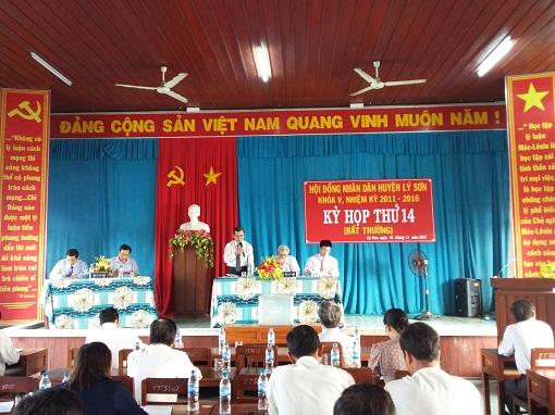 Kỳ họp bất thường Hội đồng nhân dân huyện Lý Sơn: Bầu và miễn nhiệm các chức danh của UBND huyện. - hình 1