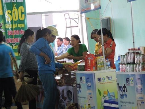Lý Sơn: Khai mạc phiên chợ hàng Việt về hải đảo năm 2015 - Hình 4
