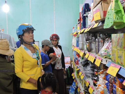 Lý Sơn: Khai mạc phiên chợ hàng Việt về hải đảo năm 2015 - Hình 3
