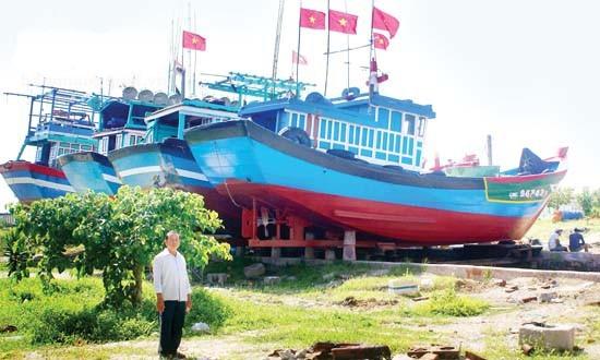 Nhiều tàu cá vào sửa chữa tại cơ sở sửa chữa tàu thuyền Lý Sơn