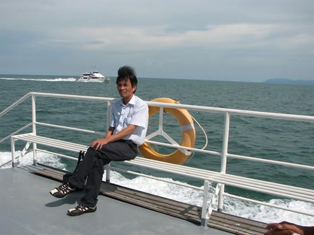 Tác giả trên đường ra đảo Lý Sơn..