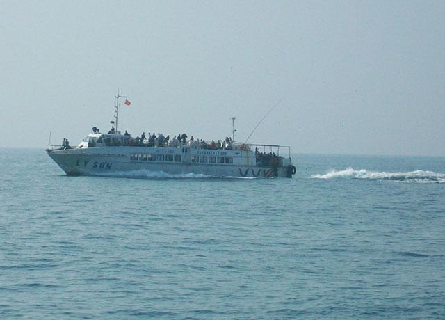 Tàu khách Lý Sơn