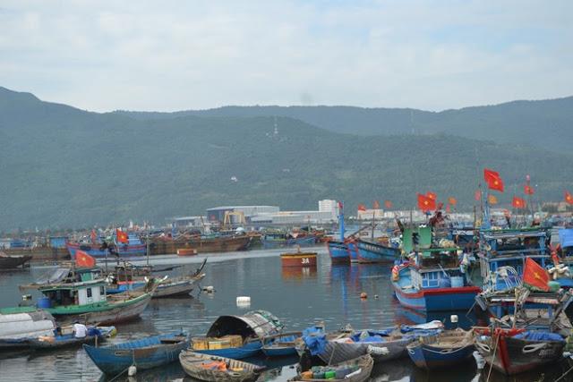 Tàu thuyền neo đậu tại miền Trung.