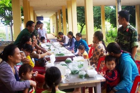 """Mô hình """"Nồi cơm tình nghĩa"""" tại Trung tâm Y tế quân-dân y, do Ban CHQS huyện Lý Sơn duy trì thực hiện."""