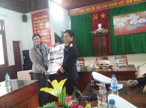Bộ Tư lệnh Vùng 3 Hải quân thăm, chúc Tết quân dân Đảo Lý Sơn - Hình 2