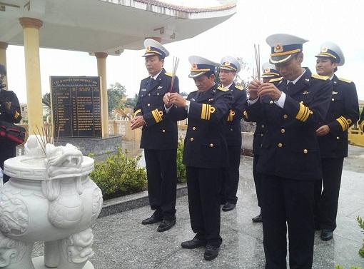 Bộ Tư lệnh Vùng 3 Hải quân thăm, chúc Tết quân dân Đảo Lý Sơn - Hình 4