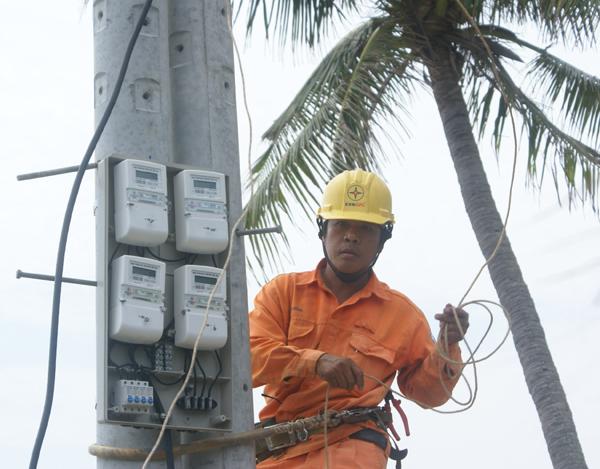 EVNCPC trang bị toàn bộ công tơ điện tử cho người dân trên đảo