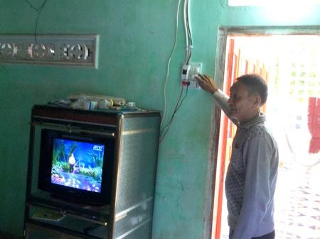 Từ nay người dân đảo Bé (xã An Bình) có điện để sử dụng